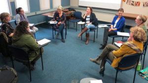 Un atelier d'écriture réunit des passionnés autour de la professeure Geneviève Sicotte