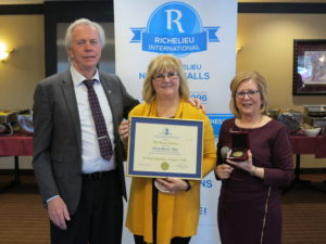 Le Club Richelieu Niagara Falls rend hommage à Mona Larose